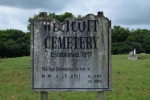 Pria ini jalan-jalan di kuburan kuno, yang ia temukan bikin merinding
