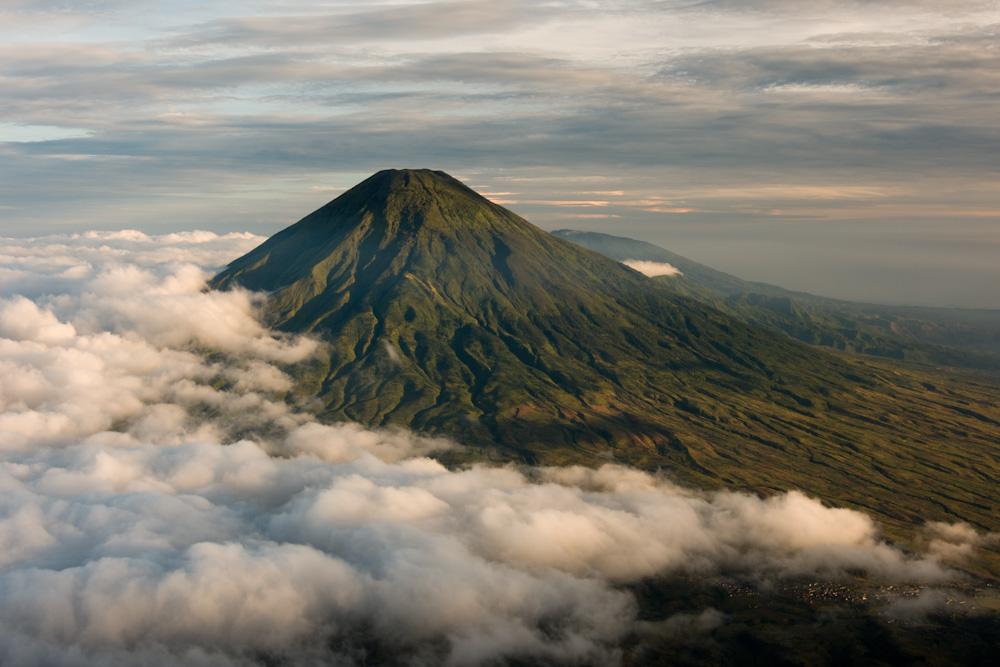 Dua pendaki asal Bekasi dilaporkan hilang di Gunung Sindoro