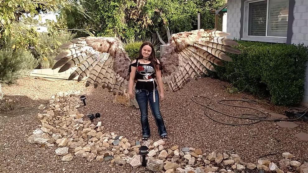 Wanita ini ciptakan sayap mirip punya burung, bisa terbang nggak ya?