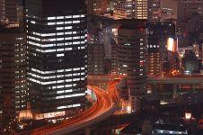 7 Foto jalan tol bisa menembus gedung di Osaka Jepang ini keren banget