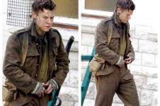 Harry Styles One Direction berpakaian tentara Jerman, ada apa ya?