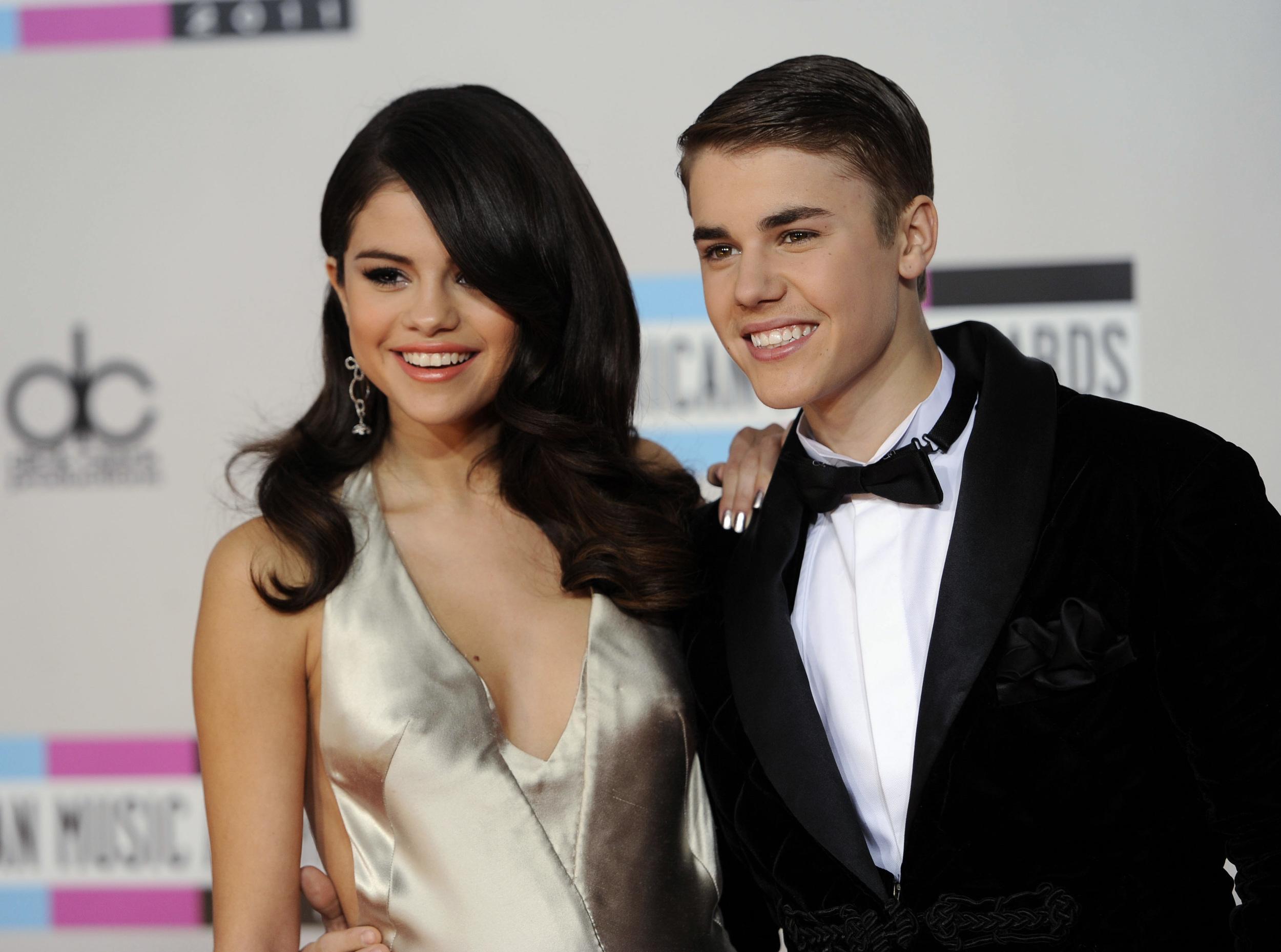 Deretan lagu Selena Gomez ini ditujukan ke Justin Bieber, baper nih?