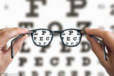 Periksa mata di optik bisa bantu deteksi dini Alzheimer, kok bisa?