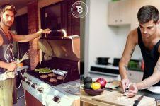 15 Foto bukti cowok makin seksi ketika beraksi di dapur, masakin dong!