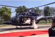 Pengantin ini sewa helikopter di pernikahan tapi bikin macet jalanan
