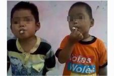 Tingkah dua anak kecil merokok ini buat netizen miris, duh!