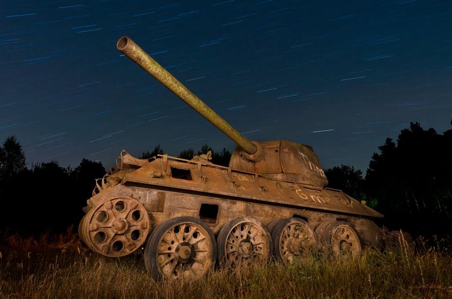 10 Foto tank peninggalan perang di tempat indah ini seakan tidak nyata