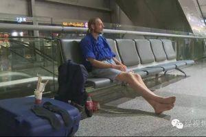 Cowok ini menggelandang 10 hari di bandara demi menanti sang pacar!