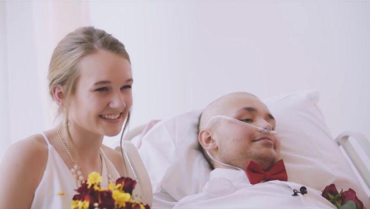 Penderita kanker ini nikahi pacarnya di rumah sakit, bikin haru!