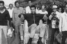 9 Foto lawas ini bukti Muhammad Ali pernah jatuh cinta sama Indonesia