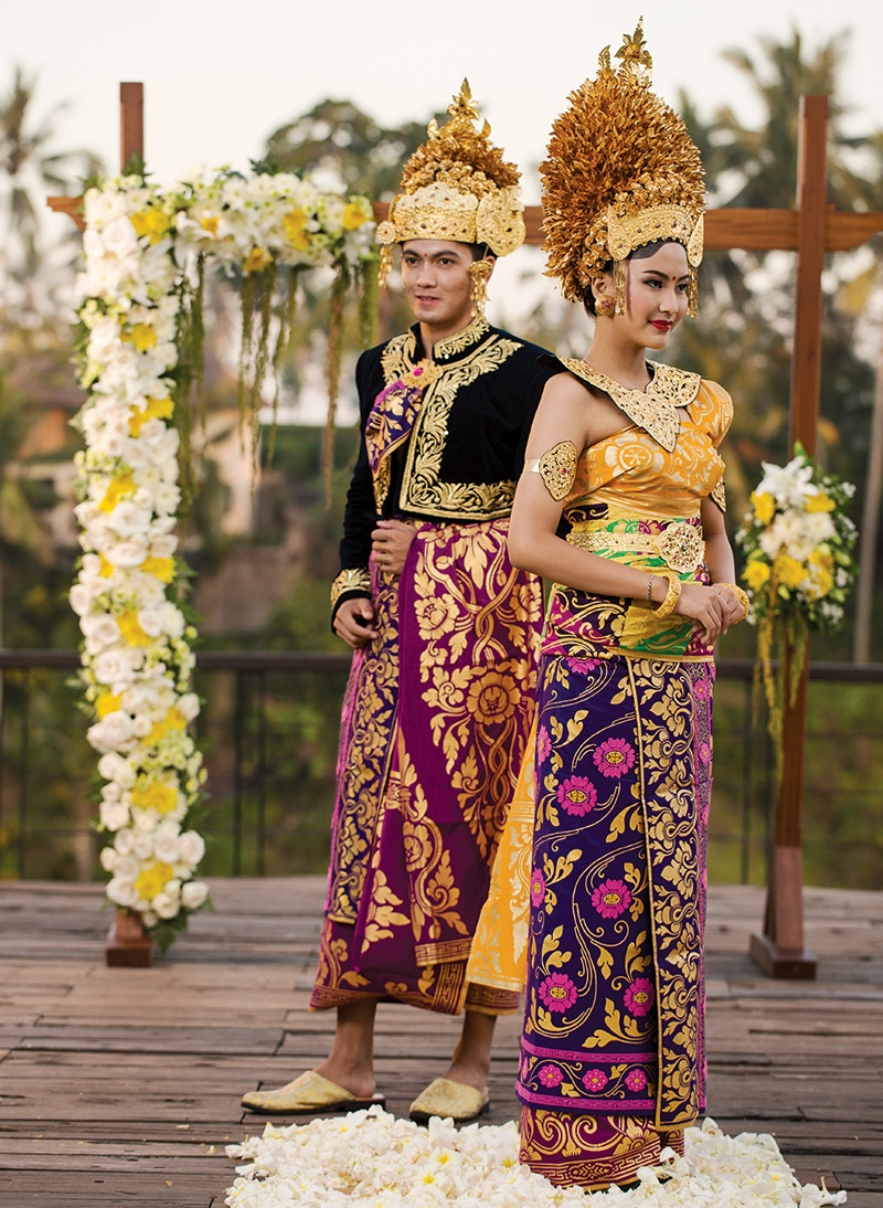 Wedding Dress  Jakarta : Awesome indonesian tribal wedding costumes