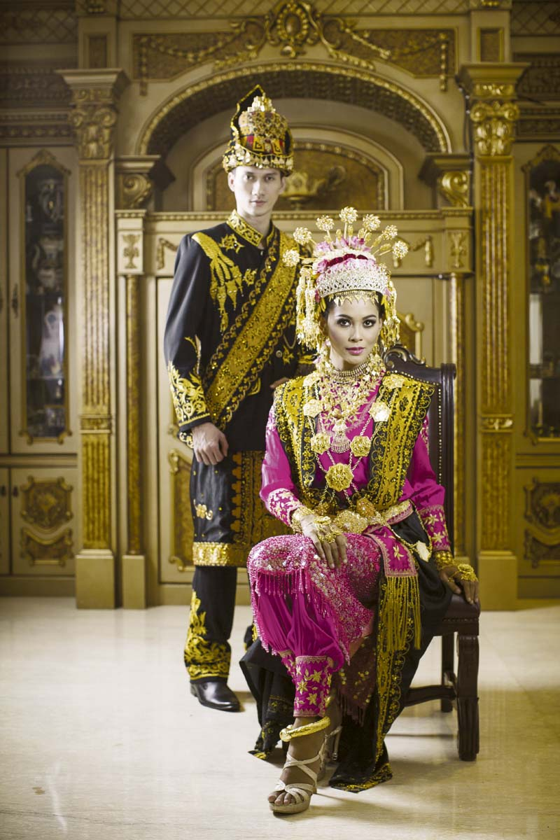 38 Awesome Indonesian tribal wedding costumes