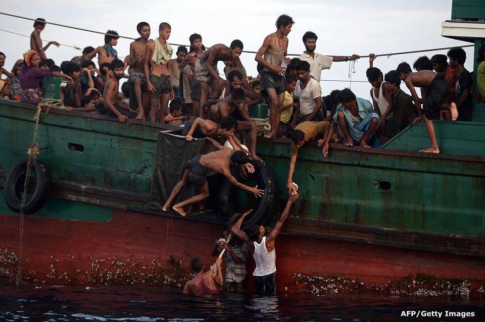 10 Foto saat warga Indonesia tolong pengungsi ASEAN ini bikin haru