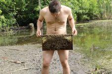 Aneh tapi nyata, pria ini kerja di pembibitan lebah tanpa busana!