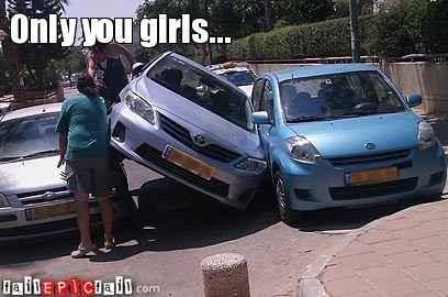 wanita gagal parkir © 2016 brilio.net