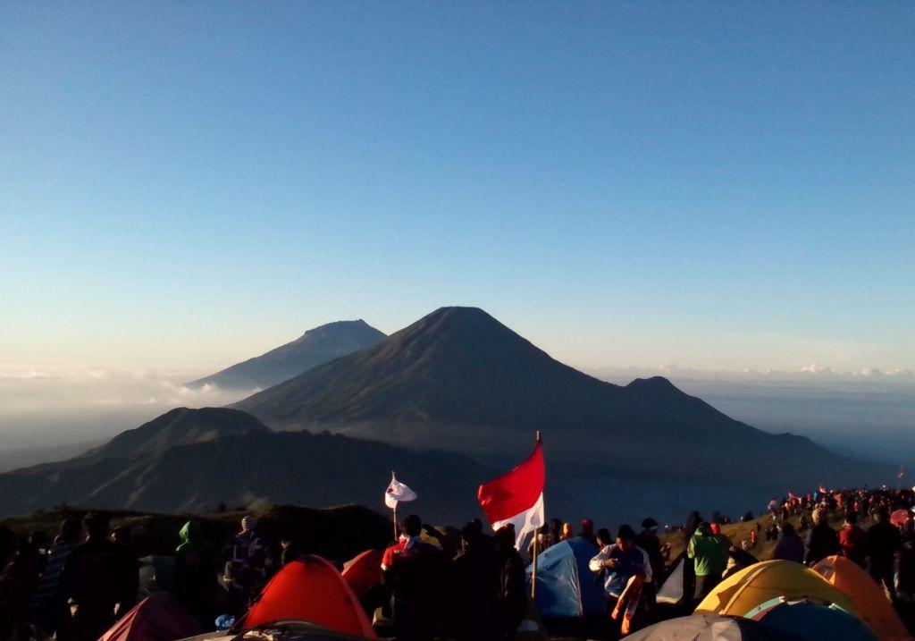 8 Gunung ini sering dijadikan tempat upacara 17 Agustus, yuk ke sana!