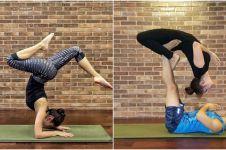 8 Artis cantik ini jago berpose yoga ekstrem, cowok dijamin ngilu!