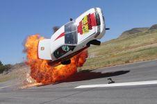 8 Adegan car stunt yang paling bikin deg-degan