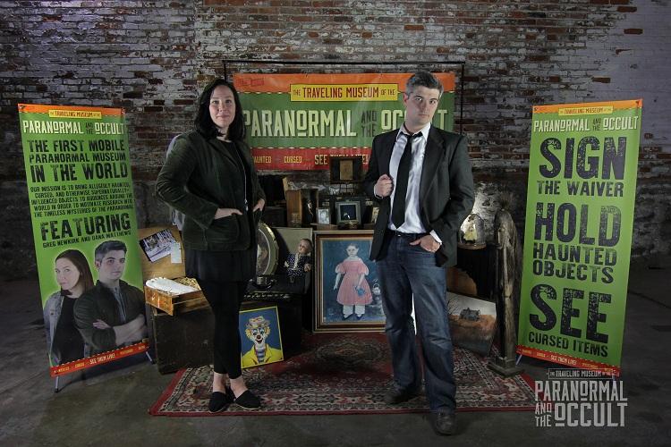 Pasangan ini keliling dunia kenalkan peralatan paranormal lewat museum