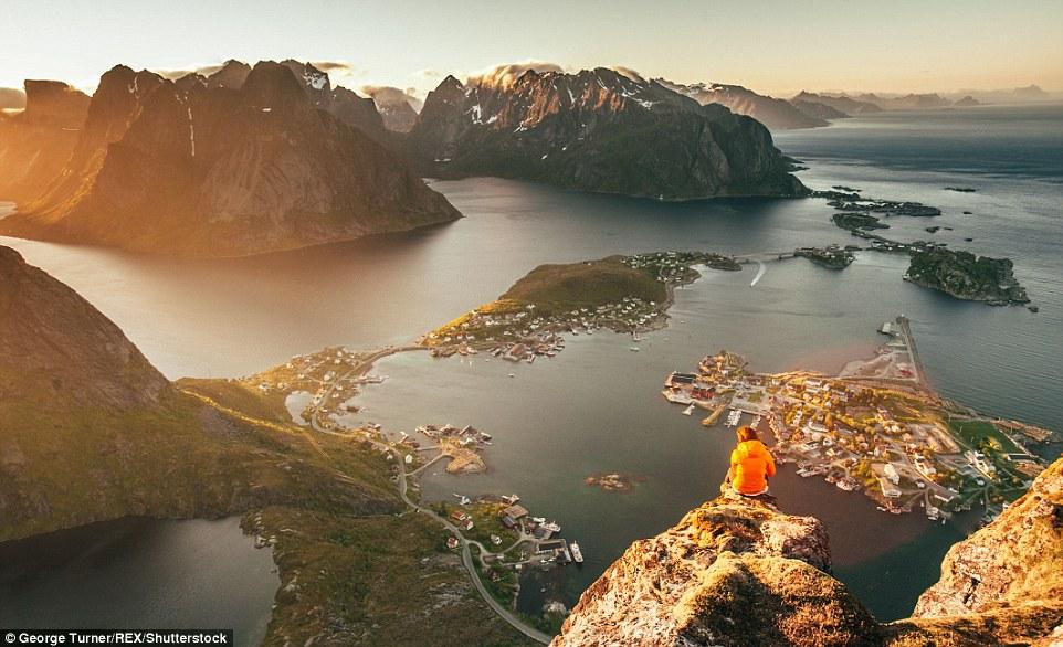 10 Foto indahnya musim panas di Islandia yang biasanya tertutup es