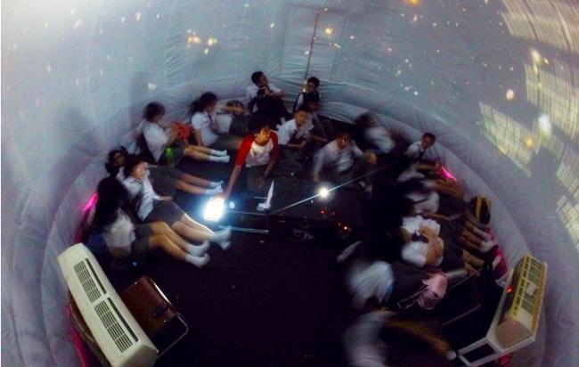 Planetarium mini kreasi ilmuwan muda Indonesia ini keren banget