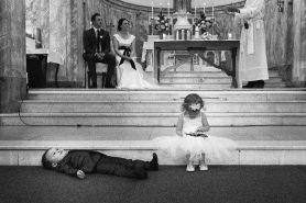13 Foto pernikahan ini terlihat aneh karena anak kecil, tapi gemes!