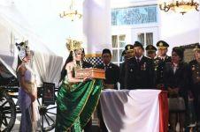 Heboh 'Nyi Roro Kidul' bawakan bendera untuk upacara HUT ke-71 RI