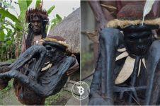 Di suku ini, jenazah tak dikubur tapi diasapkan di atas perapian