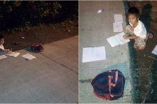 Tak ada aliran listrik di rumah, anak ini belajar di bawah lampu jalan