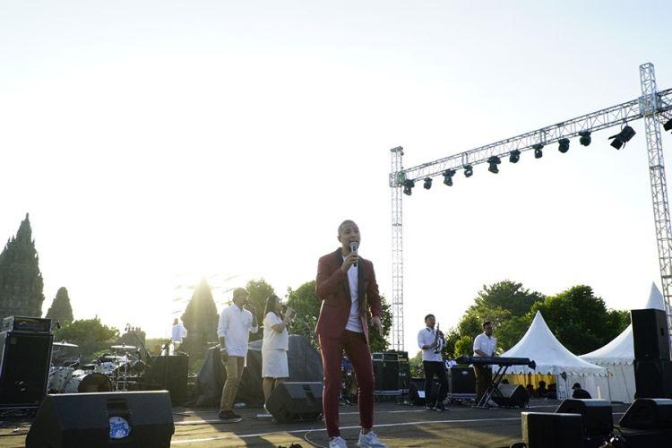 Aksi anak Marcell di Prambanan Jazz yang bikin penonton salah fokus