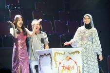 Tampil beda, member JKT48 ini pilih gunakan hijab di atas panggung