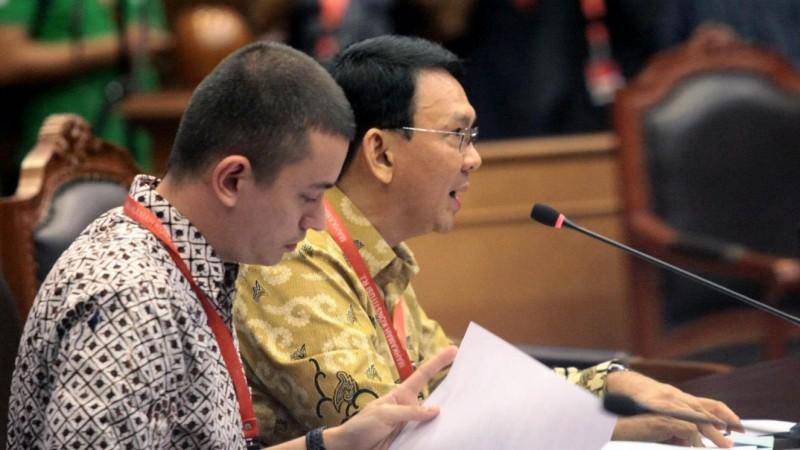 Rian Ernest, staf hukum Ahok yang bikin netizen betah nonton berita