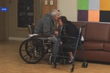 Dipaksa hidup di panti jompo, pertemuan pasangan lansia ini bikin haru