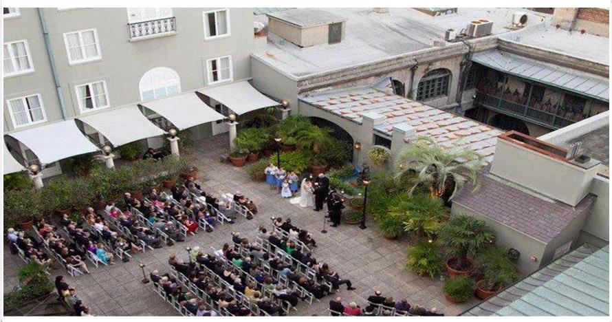 Foto pernikahan ini tampak biasa, tapi setelah di-zoom bikin merinding