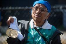 Nenek usia seabad ini dapatkan medali emas lari sprint 100 meter