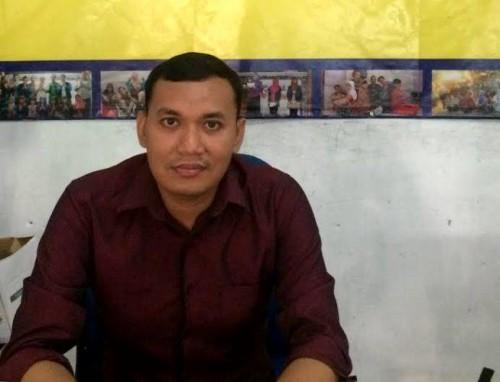 Pria ini ajarkan bahasa Inggris ke warga di daerah tujuan turis asing