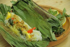 Cara gampang masak Nasi Bakar Tuna, yang nggak jago masak pasti bisa!
