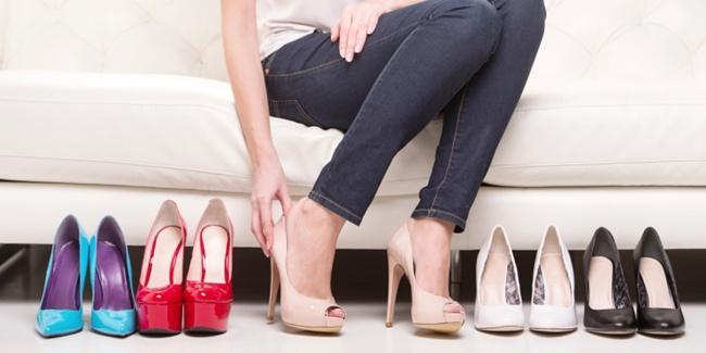 10 Mix and match jeans dengan sepatu biar penampilanmu lebih kece