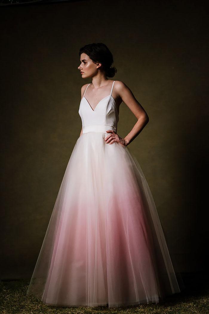 gaun pengantin tie dye © 2016 brilio.net