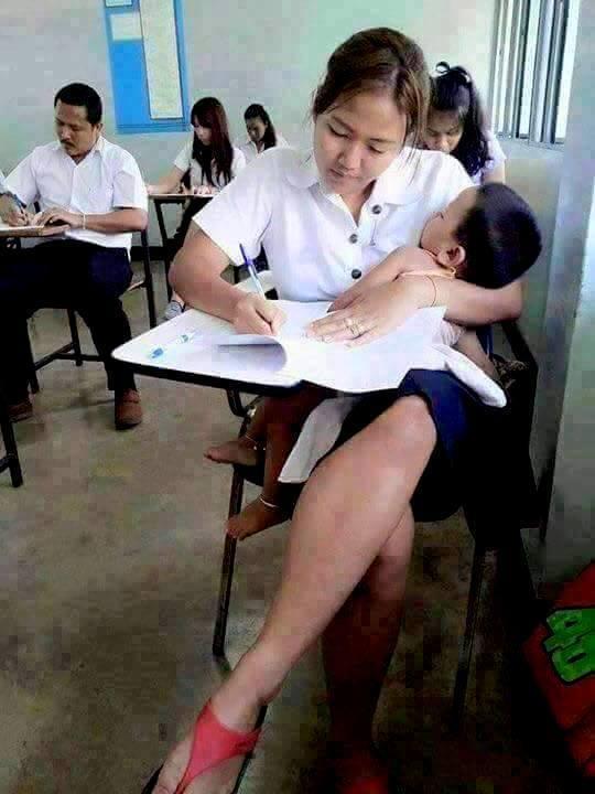 23 Potret ibu dan anak ini bukti kasih ibu sepanjang masa