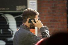 Ini tangan yang lebih baik untuk terima telepon beserta alasannya