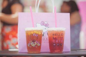 Unik, menu makanan dan konsep resto ini bertema serba Hello Kitty