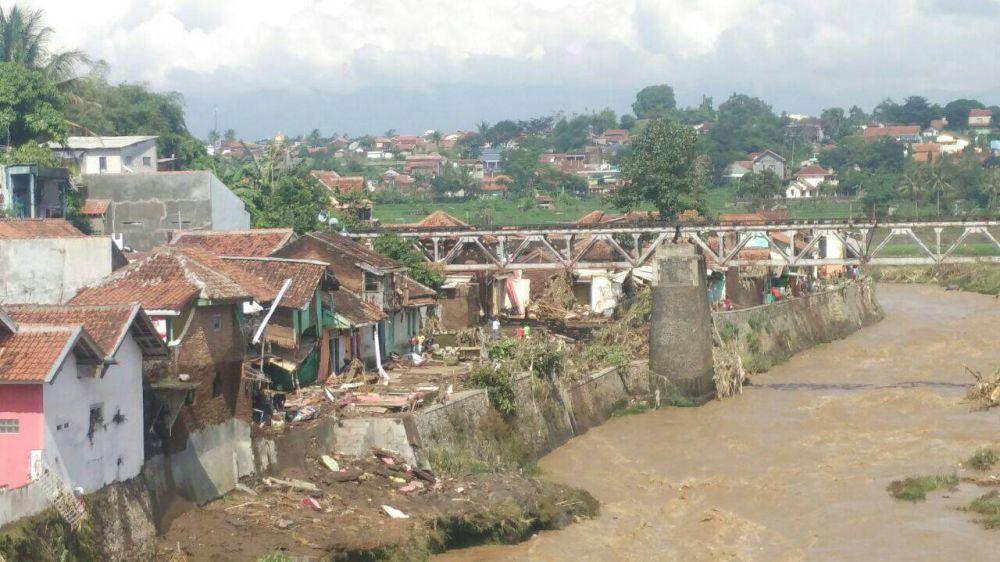Foto Banjir Garut © 2016 brilio.net