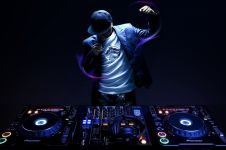Evolusi peralatan DJ dari tahun 70-an hingga sekarang, keren!