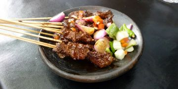 10 Sate khas Indonesia ini unik banget, ada yang daging ular lho