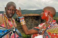 Di suku ini, wanita diwajibkan menikahi sesama jenis
