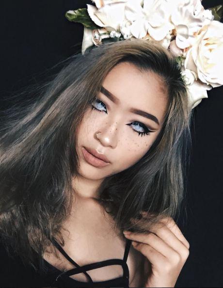 Cindercella, beauty vlogger cantik yang hobi makeup karakter