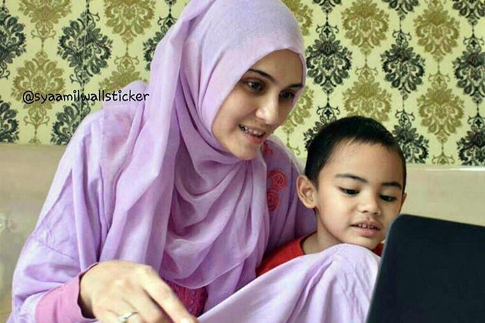 Kiat ala Zee Zee Shahab agar anak-anak nggak meniru omongan buruk