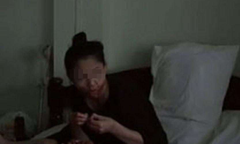 Wanita ini gigit dan telan jari suaminya yang pulang telat