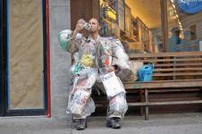 Pria ini selama satu bulan bawa sampahnya kemanapun pergi